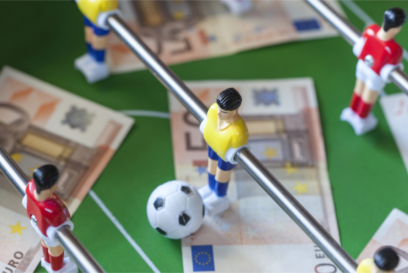 Table football players with cash