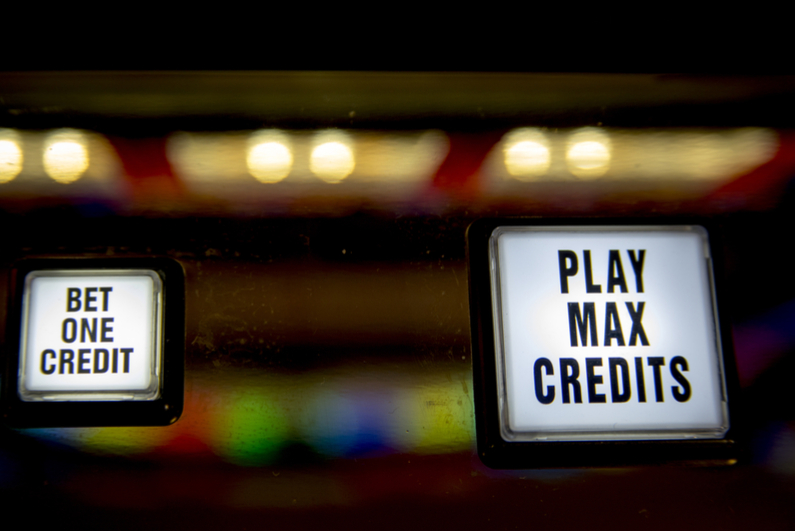 Buttons saying BET ONE CREDIT and PLAY MAX CREDITS
