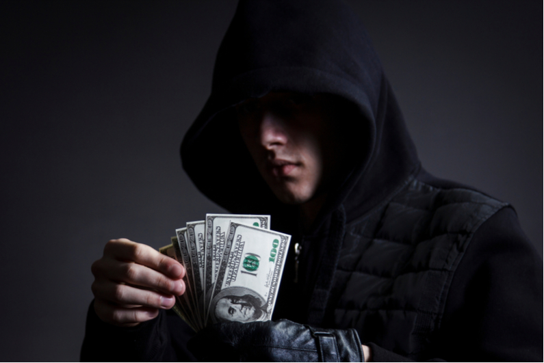Thief counting stolen money