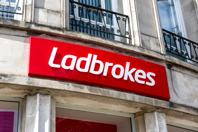 ladbrokes-retail-sign