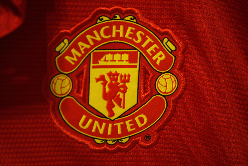 manchester-united-crest-printed-on-shirt