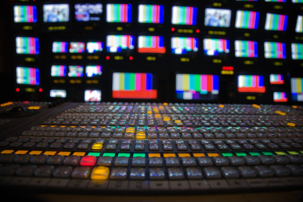 screens-and-controls-in-telecasting-room