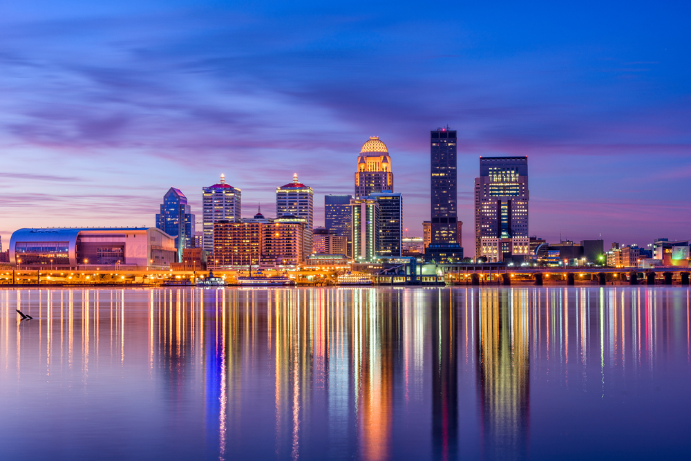 skyline of louisville kentucky at night