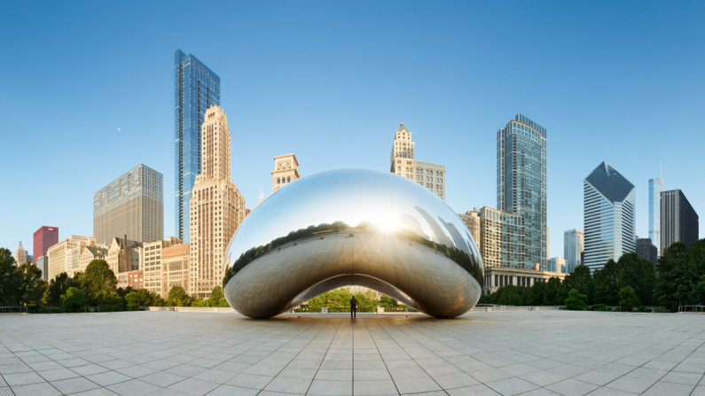 panoramic image of the Cloud Gate in Chicago