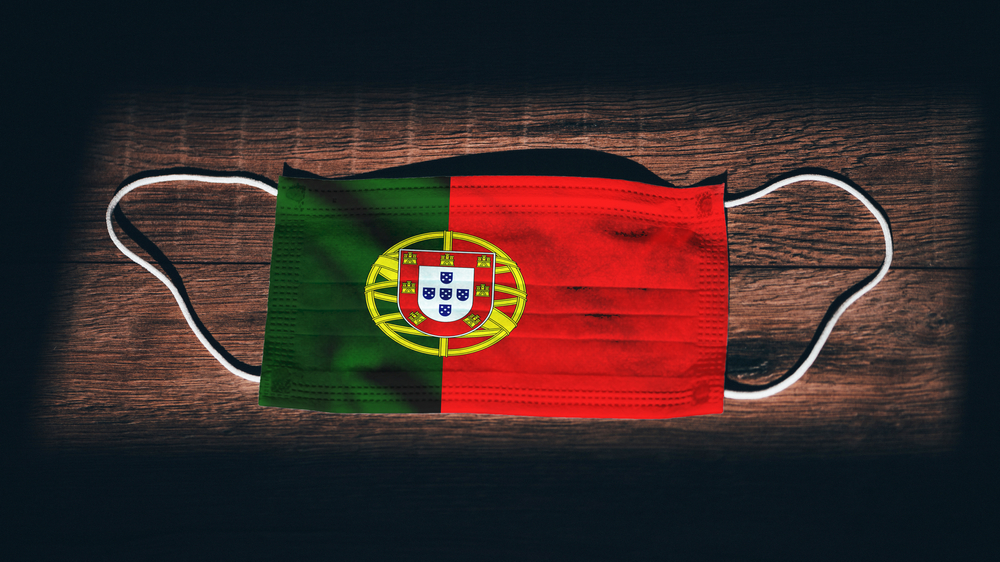 protection mask with flag of Portugal imprinted