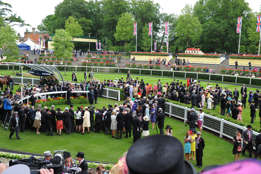 elegantly dressed crowd at Royal Ascot annual horse racing event
