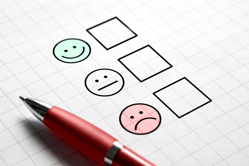 Survei kotak centang menggunakan skala wajah bahagia, netral, sedih