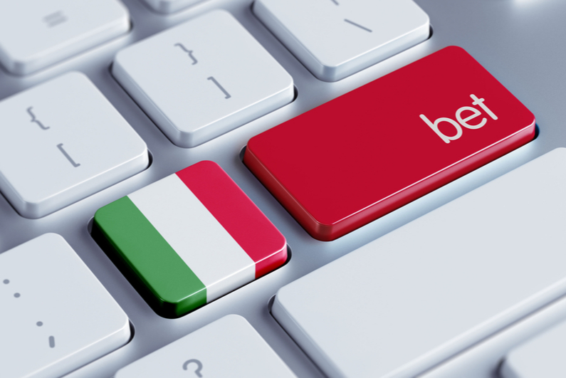 """Keyboard with a key colored like the Italian flag and a key that says """"bet"""""""