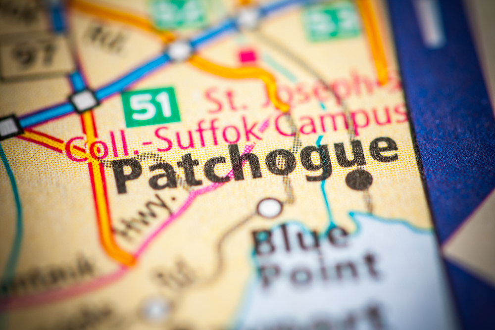 map zooming in on Patchogue in New York state