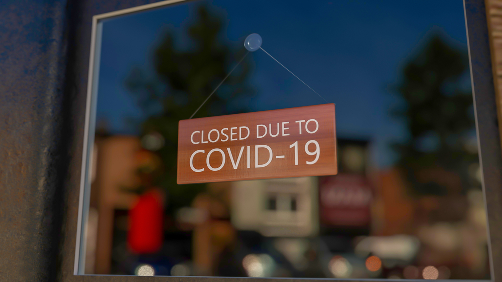 closed due to Covid-19 sign on glass door