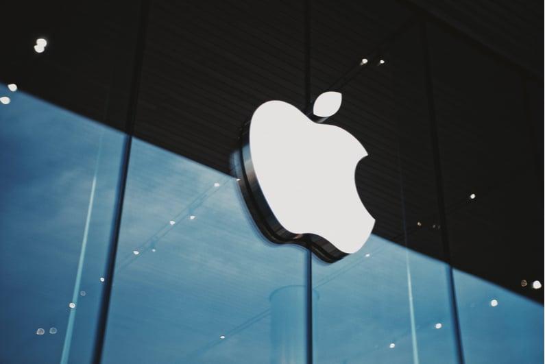 Apple logo outside of an Apple store