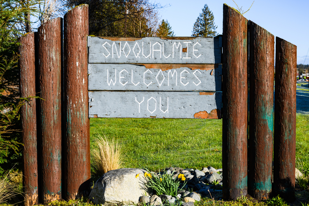 Snoqualmie Welcomes You sign